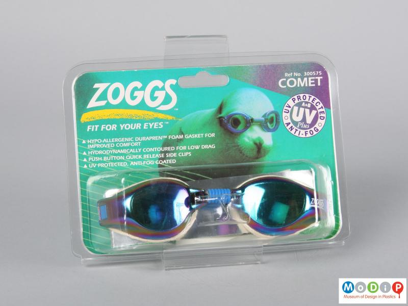 Front view of a pair of swimming goggles showing the packaging.
