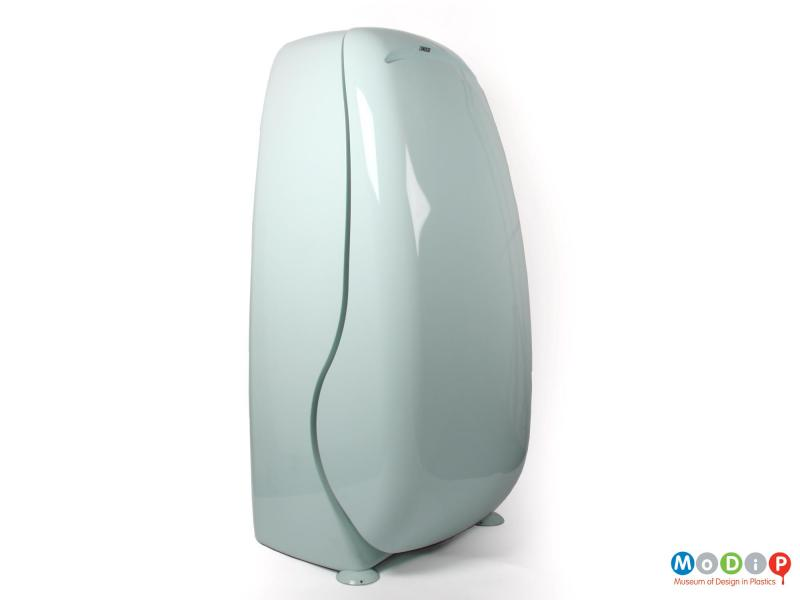 Front view of an Oz fridge showing the curve of the door and the rounded shape of the body.