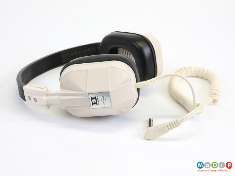 Side view of a pair of headphones showing the ear cover.