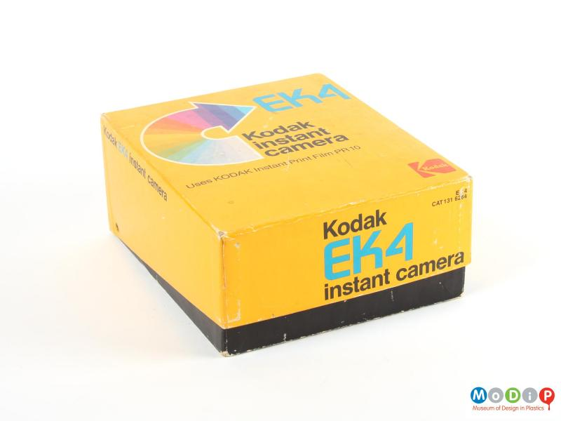 Front view of a camera showing the packaging.