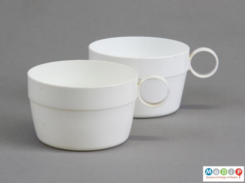 Side view of two cups showing the circular handles.