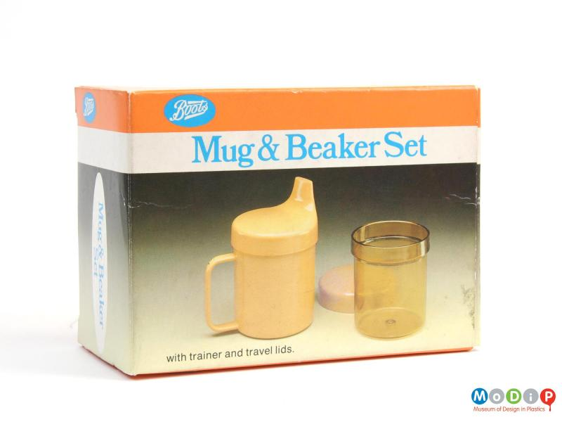 Side view of a beaker set showing the packaging.