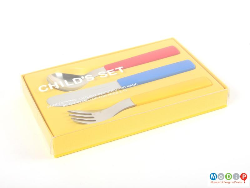 Side view of a cutlery set showing the packaging.