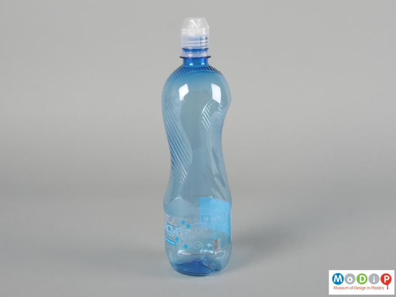 Side view of a Aquila Aquagym bottle showing the grippy texture.