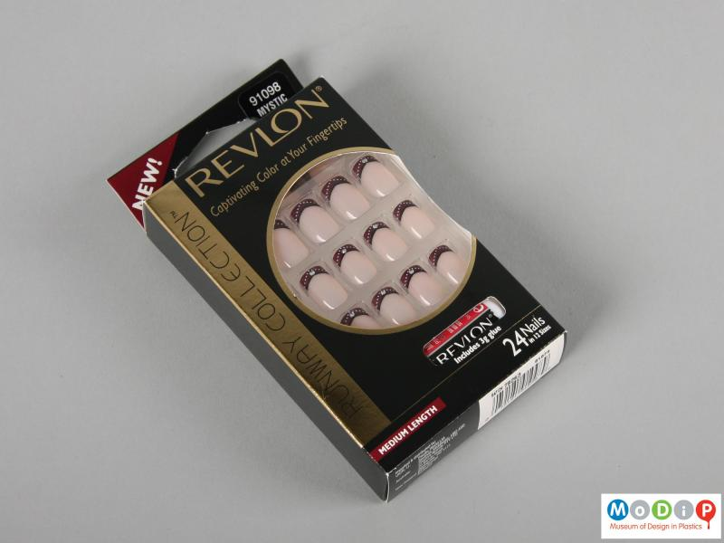 Front view of a set of false nails showing the packaging.