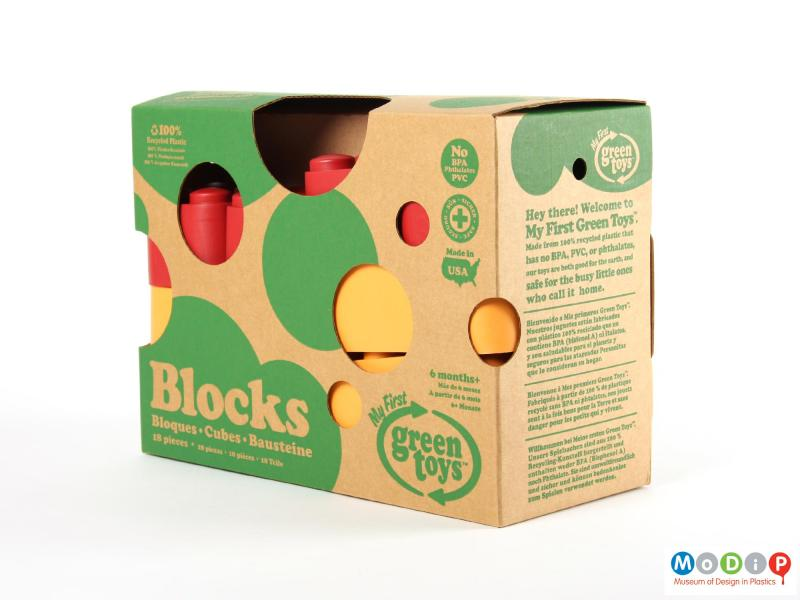 Side view of a set of building blocks showing the packaging.