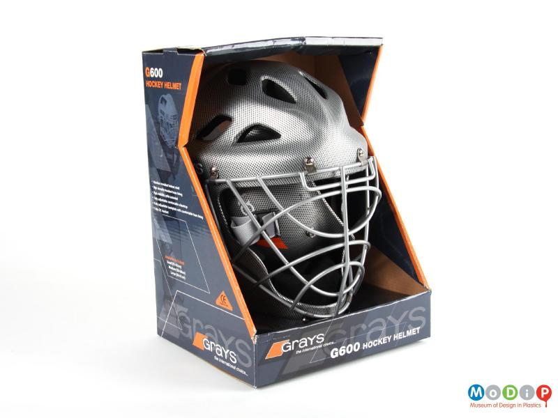 Front view of a hockey helmet showing the packaging.