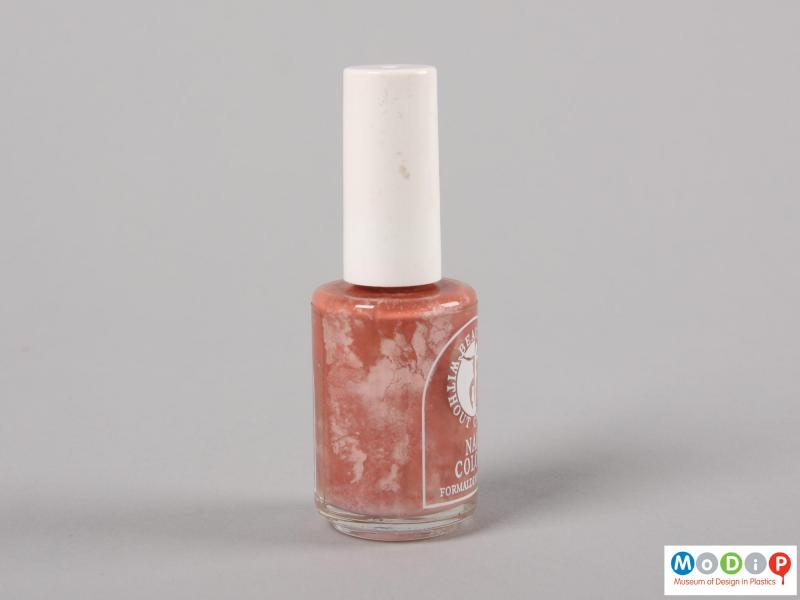 Side view of a nail varnish bottle showing the plain white lid.