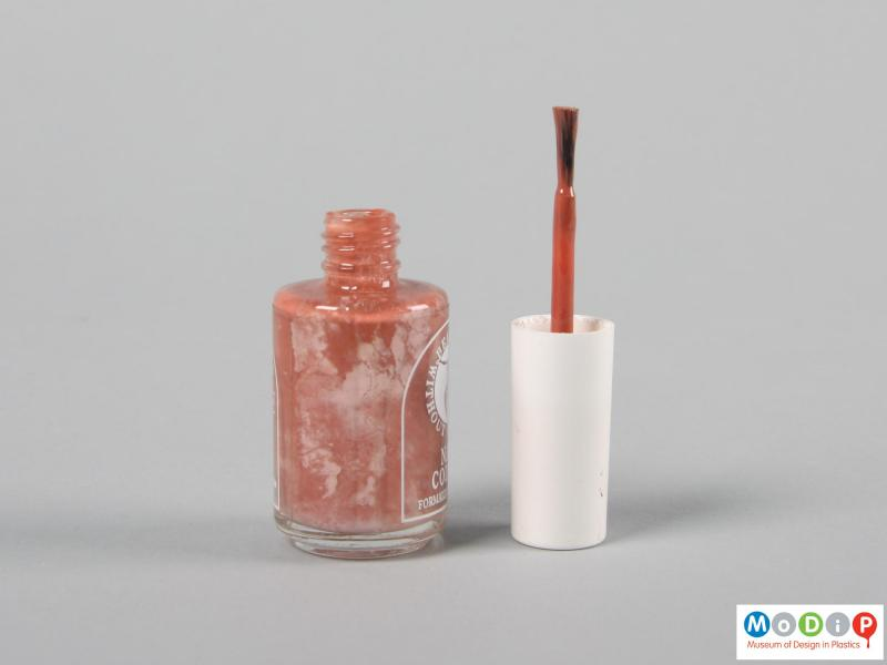 Side view of a nail varnish bottle showing the brush.