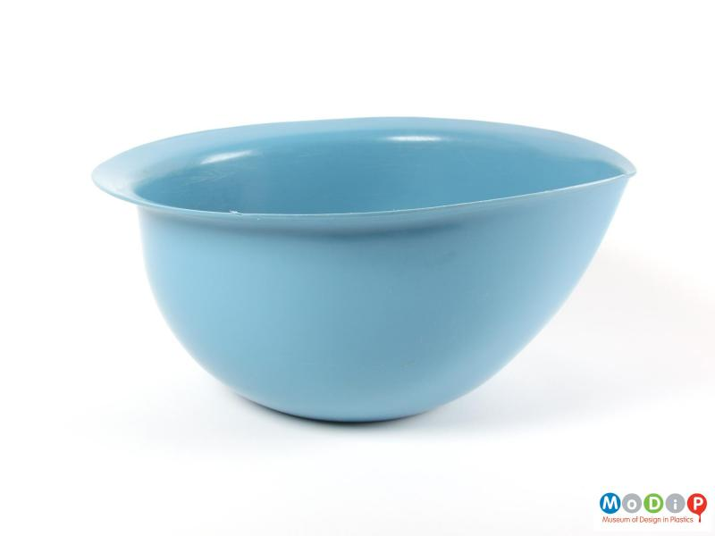 Side view of a mixing bowl showing the pouring lip.