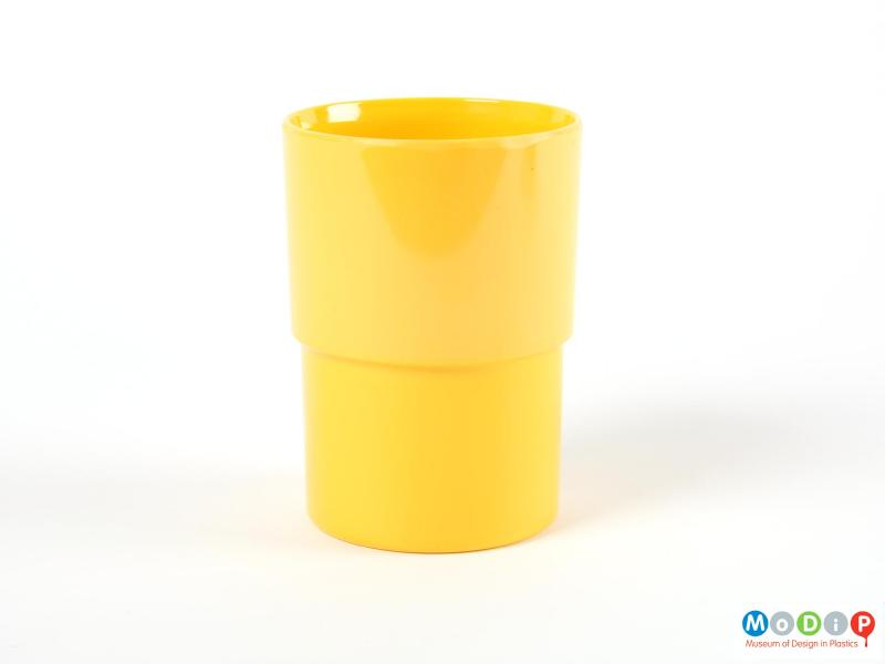 Side view of a beaker showing the stepped side.