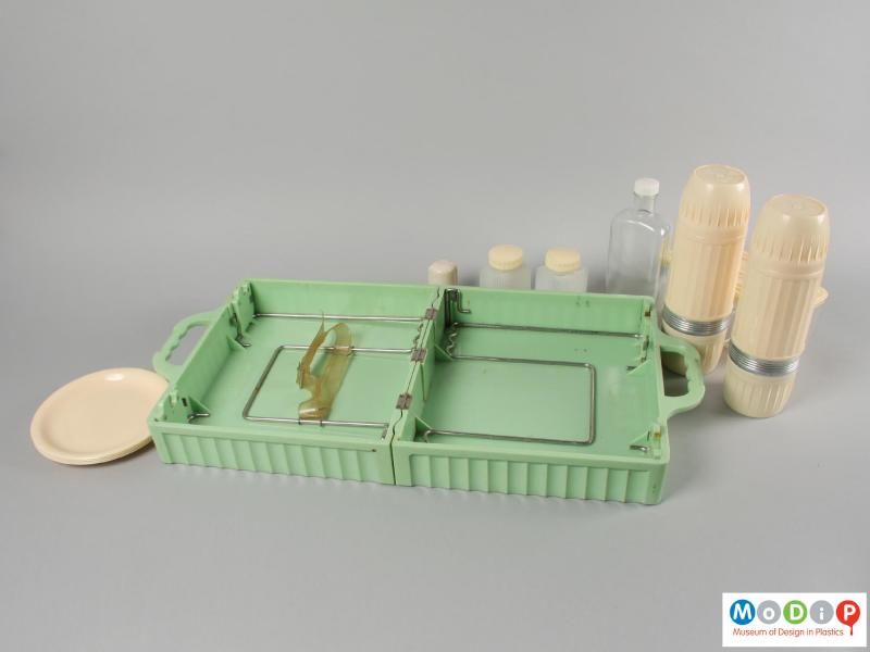 Side view of a picnic set showing the contents.