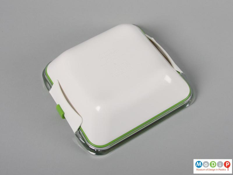 Underside view of a lunch box showing the smooth corners.