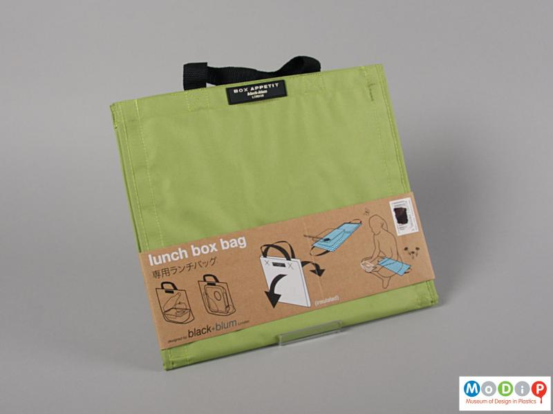 Front view of a bag showing the packaging.