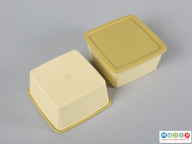 Top view of a picnic set showing the food containers.