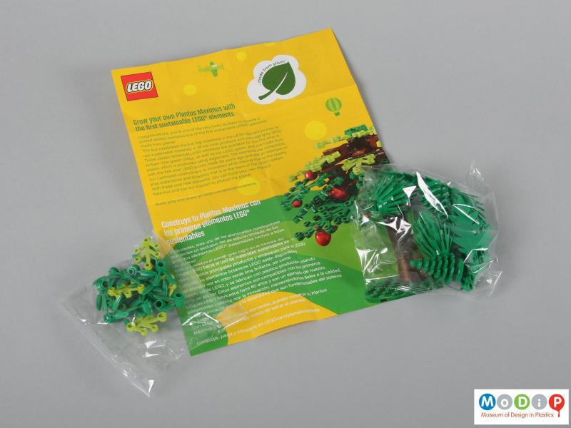 Side view of a Lego set showing the packaging.