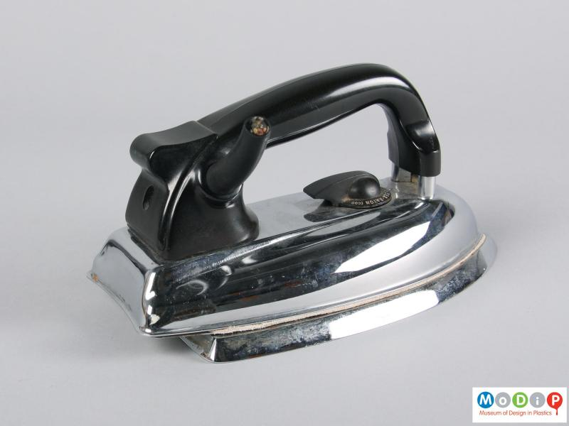 Side view of an iron showing the large control dial.