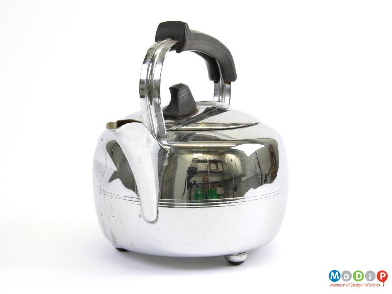 Front view of a Swan kettle showing the spout.