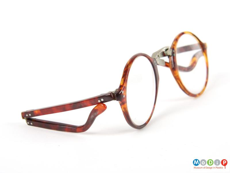 Side view of a pair of folding glasses showing the fold in the arm.