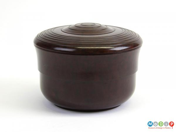 Side view of a bowl showing the smooth side surface.