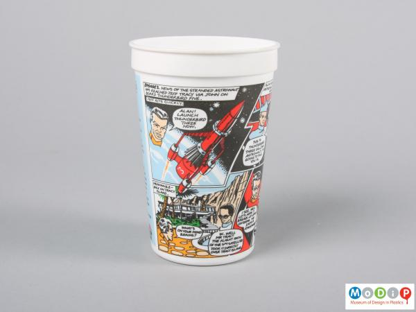 Side view of a Pizza Hut beaker showing the printed image.