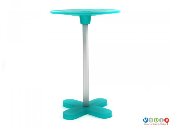 Side view of an Ed Annink side table showing the cross shaped foot, the round top and the single leg.