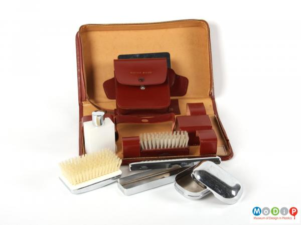 Side view of a grooming set showing all the contents.