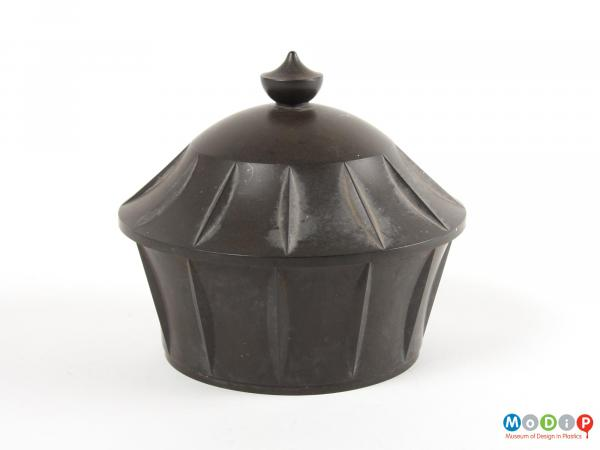 Side view of a lidded pot showing the moulded finial.