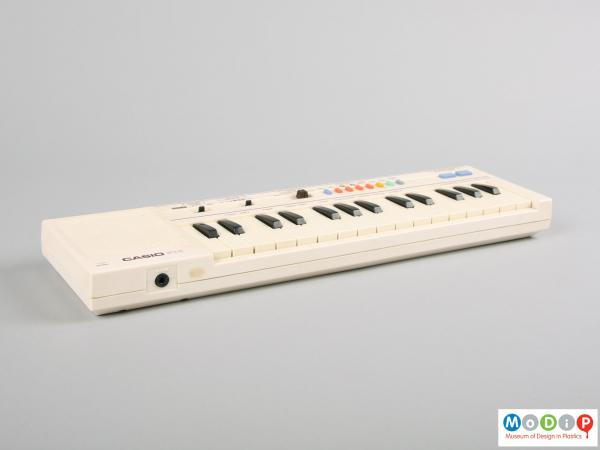 Side view of a Casio keyboard showing the 12 black keys.