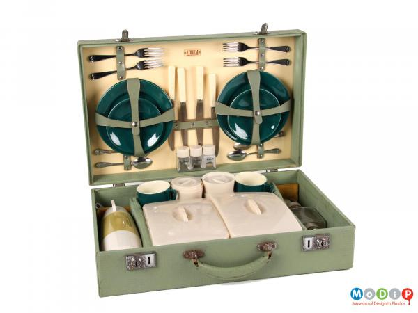 Side view of a Sirram picnic set showing the inside layout of the box.