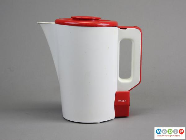 Side view of a jug kettle showing the straight handle.