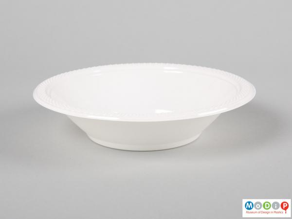 Side view of a pack of bowls showing a single bowl.