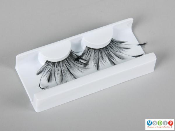 Top view of a pair of false eyelashes showing the different lengths of lashes.