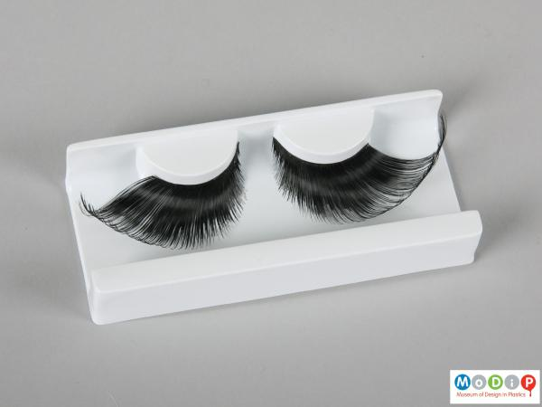 Top view of a pair of false eyelashes showing the varying lash lengths.