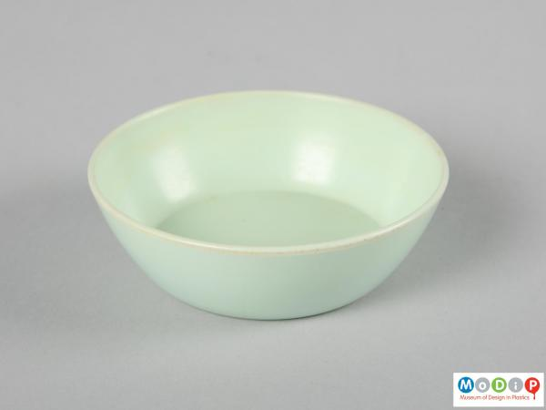 Side view of a bowl showing the straight sides.