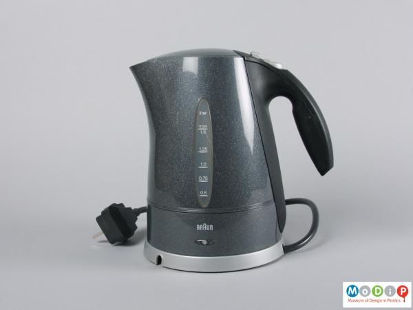 Side view of a kettle showing the base and plug.