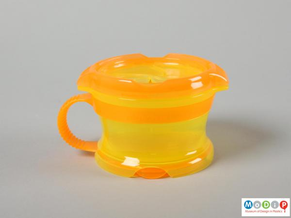 Side view of a snack pot showing the flexible handle.