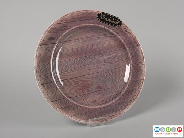 Front view of a plate showing the wood grain pattern.