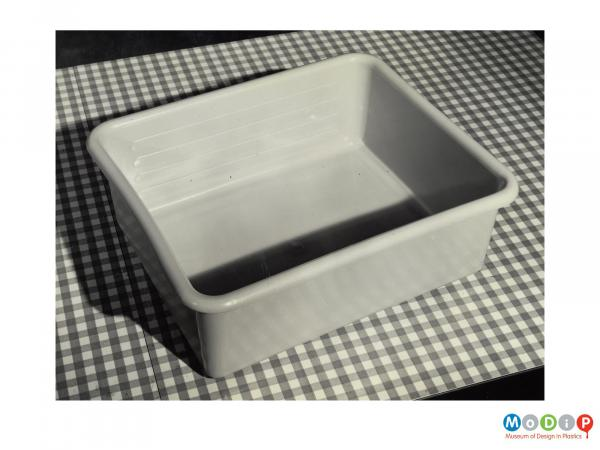 Scanned image showing a rectangular washing up bowl.