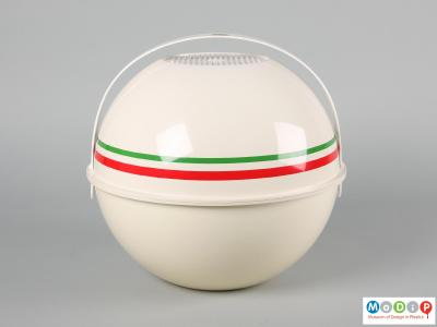 Side view of a Guzzini Pic Bol showing the two salad bowls held together with the carrying handle.
