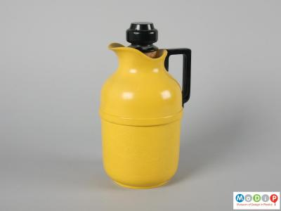 Side view of a vacuum jug showing the barrel shaped body.