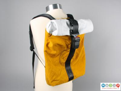 Front view of a backpack showing the seatbelt buckle.