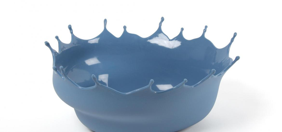 Side view of a Dropp bowl showing the matt outer surface and glossy inner surface.